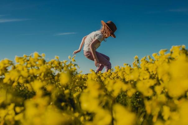Kid-in-mustard-flowers-fields