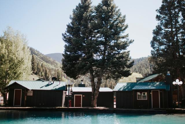 Pioneer Lodge: A rustic Red River resort gets a modern update, New Mexico Magazine