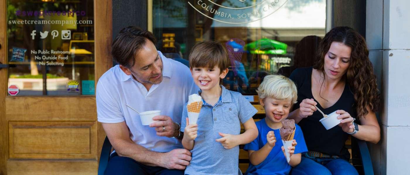 family_with_ice_cream