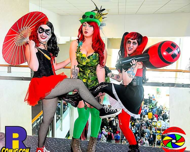 It's superheroes and superstars galore at RI Comic Con,