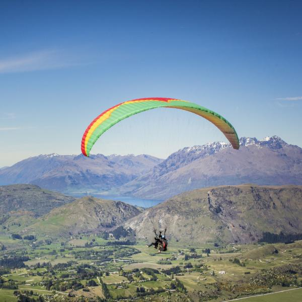 Paragliding Coronet Peak in Spring