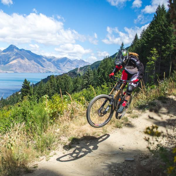 Manon Carpenter - Queenstown Bike Park