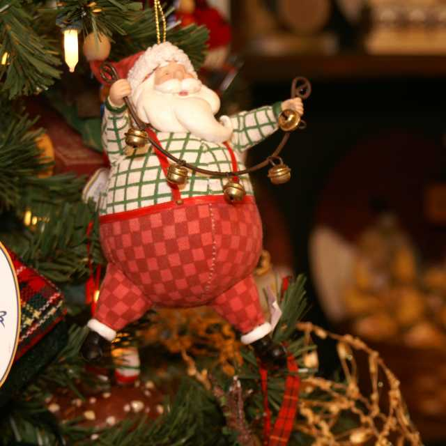 brown\'s orchards- santa ornament