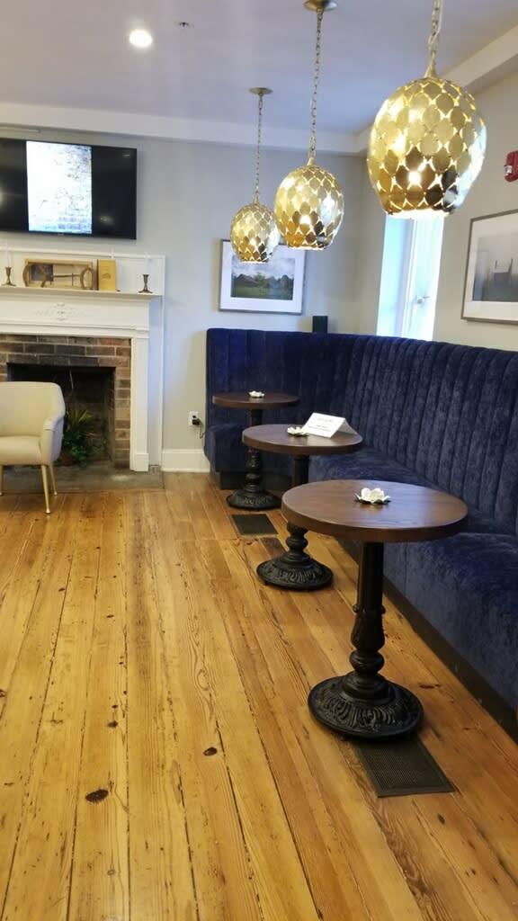 Lobby/Bar The Colonial Inn, Hillsborough