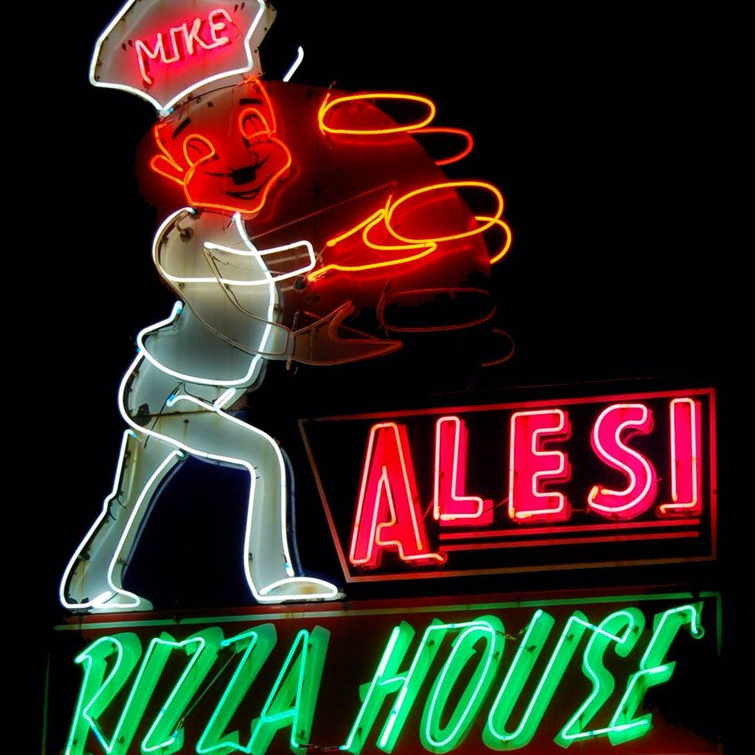 Light Up Sign At Alesi's Pizza House In Lafayette, LA