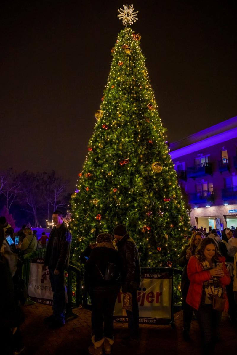 Gahanna Tree Lighting Ceremony In Columbus, OH