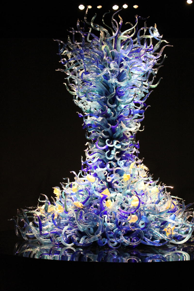 Chihuly Glass Museum in Seattle organic blue organic sculpture