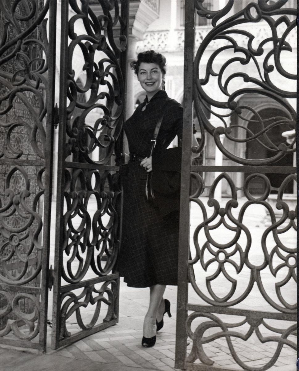 Ava Opening Gate - Spain