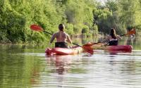 2 kayaking women from behind