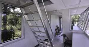 Ladder to roof hatch