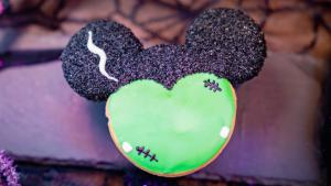 Image of Mickey-shaped cookie decorated like Frankenstein.