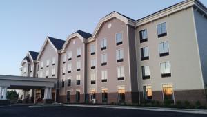 Exterior of the Hampton Inn and Suites Cazenovia