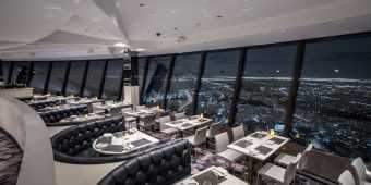 360 degree views of the Toronto city skyline from the 360 Restaurant at the CN Tower