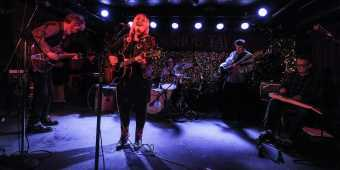 horseshoe-tavern-toronto-band-on-stage