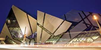 royal-ontario-museum-michael-lee-chin-crystal-night