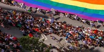 toronto-pride-parade-giant-flag
