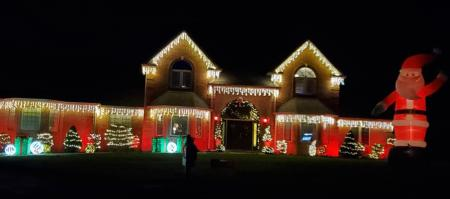 Mooresville Christmas Lights Tour (Photo courtesy of Visit Morgan County Facebook page)