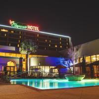 MCM Elegante hotel pool at night