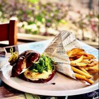 Lookout Bar and Eatery_burger