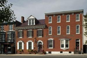 DTN - STL - Carlisle House B&B