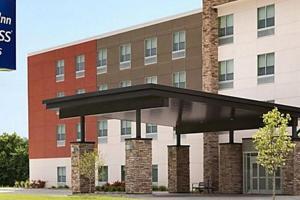 Holiday Inn Express & Suites Carlisle Southwest