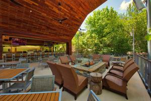 Poolside Dining at Arbor Grill at The Houstonian