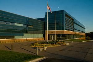 st-jude-medical-global-headquarters-exterior-600x399