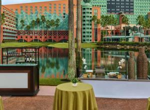 Convention Marketing Website Swan and Dolphin Resort Blog Header 1440x560
