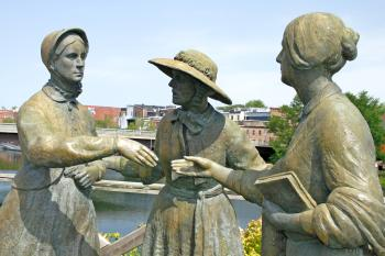 Three Ladies Statue