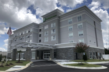 Holiday Inn & Suites - Fay/Fort Bragg
