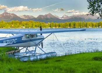 Lake Hood Seaplane Base floatplane and flightseeing tours