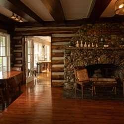 Rooms at Chimney Corners Resort