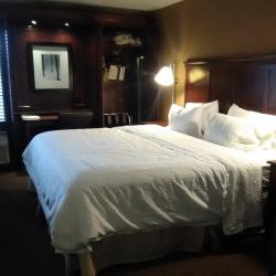 Rooms at the Hampton Inn Traverse City