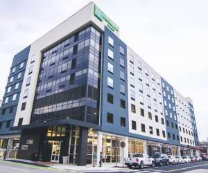 Holiday Inn Hotel & Suites DT