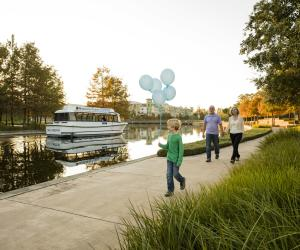 Cruise Along The Woodlands Waterway