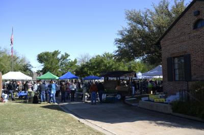 Photo of vendors at the Midland Downtown Farmers Market.