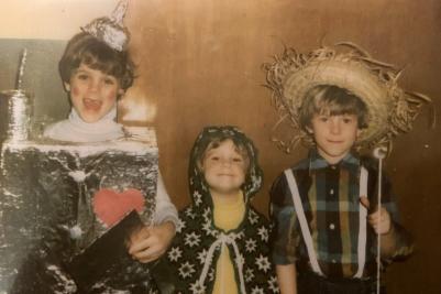 Kids in Wizard of Oz Halloween costumes
