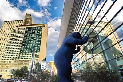 colorado-convention-center-blue-bear-public-art-2