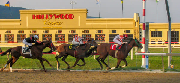 Hollywood Casino Horse Racing