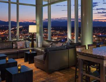 Peaks Lounge at Hyatt Regency