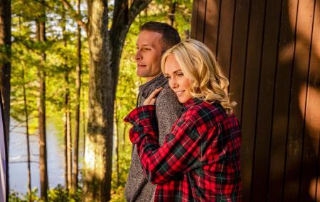 Plan a romantic fall getaway to the Poconos