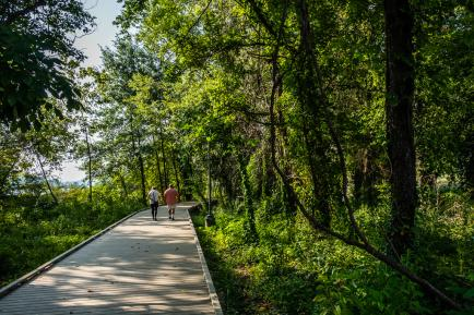 Couple biking down a paved path in Lakeshore Park in Knoxville, TN