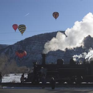 Snowdown hot air balloons and train