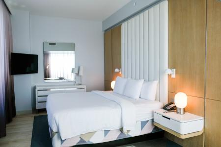 Image of the inside of a Queen Room at Radisson Blu Anaheim.