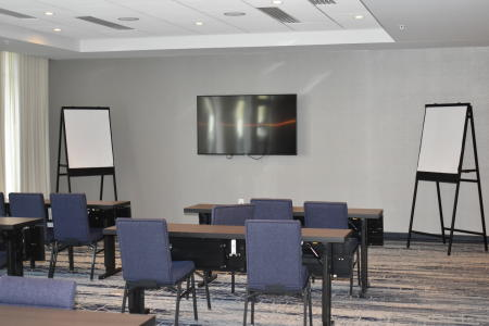 Meeting room inside Courtyard Indianapolis Plainfield hotel