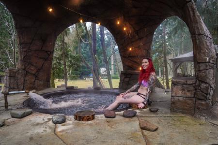 Cannibal Hot Tub at Paradise Village Lodge in Ashford