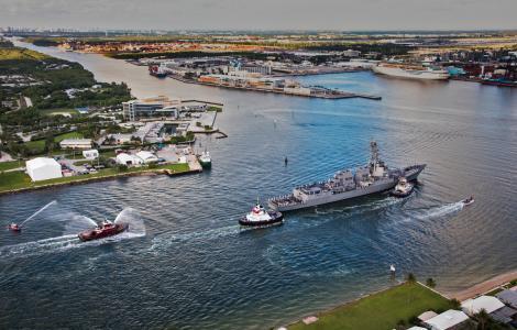 USS Paul Ignatius looking south