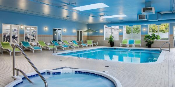 HI Express pool area