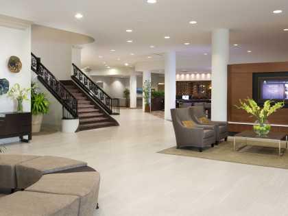DoubleTree by Hilton - Lobby
