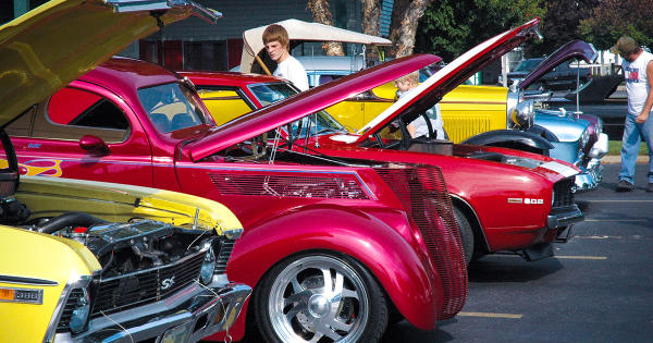 Das_Dutchman_Essenhaus_Classic_Car_CruiseIn-1-editFacebook